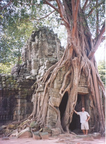 Pic of a gate to Angkor Som